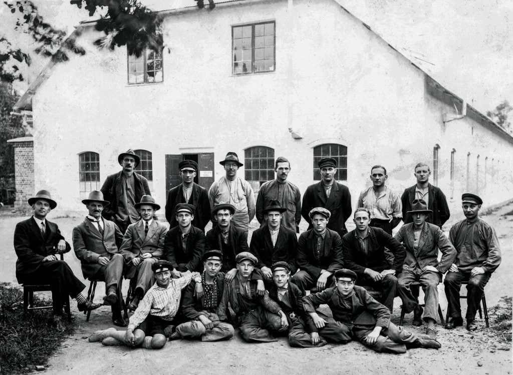 Hästens factory workers